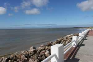 Promenade et plage du Crotoy en baie de somme