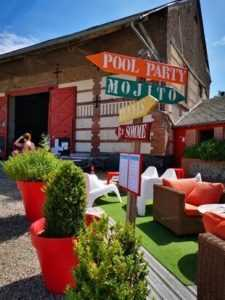 Terrasse du bar au camping La Baie de Somme au Crotoy, location mobil home et chalet pour week-end et vacances en baie de Somme