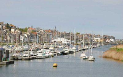 Vue du port de saint-valery-sur-somme en baie de somme