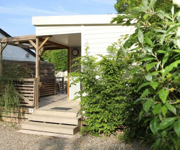 Terrasse de chalet en location au camping la baie de Somme au Crotoy