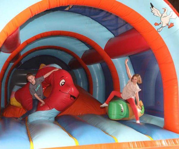 Jeux gonflables pour enfants au camping La Baie de Somme au Crotoy