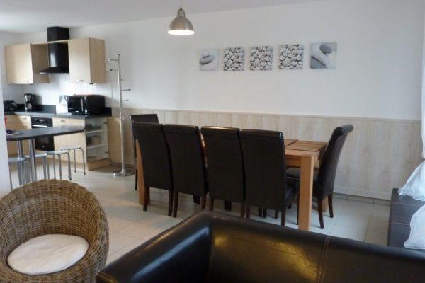 Espace séjour et cuisine des Maisons de la baie, 3 locations de 2 à 10 personnes face au port du Crotoy